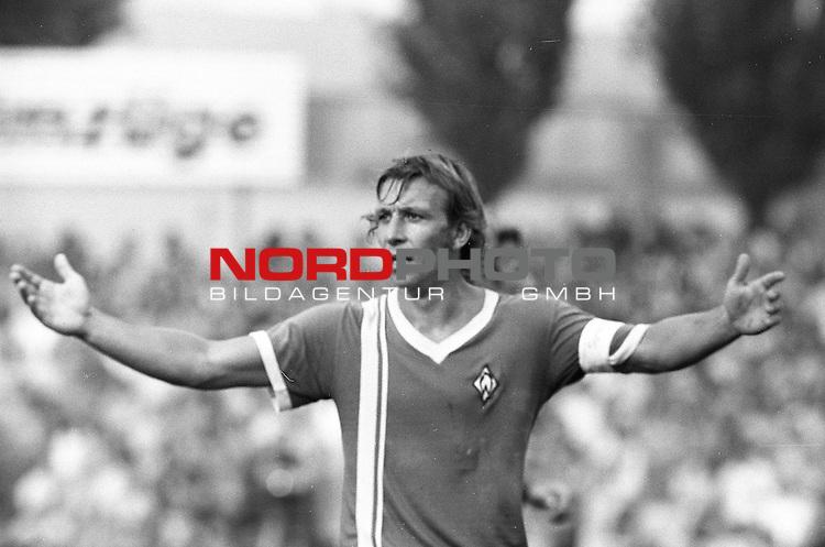BS-Werder Bremen. Aus 1. BL Eintracht Braunschweig gegen Werder Bremen 3:2 am 30.08.1975.Werder Spieler Horst-Dieter Hoettges ??.                                                                                                    Foto:  nph / Rust