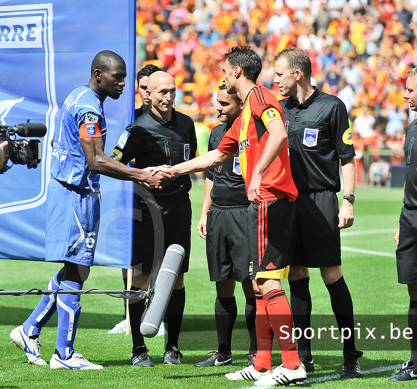 RC Lens - AJ Auxerre : Adama Coulibaly (left) and Jerome Le Moigne (right)<br /> foto David Catry / nikonpro.be