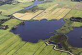 Grutte Wielen (Grote Wielen) - natuurgebied. Op de foto zijn twee eendenkooien te zien: rechts de Kobbekoai en uiterst links de Buismanskoai.