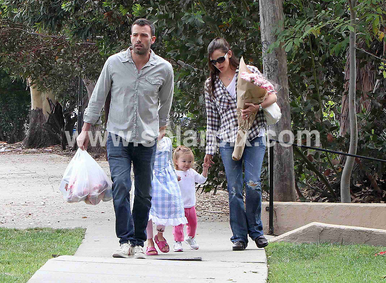 **ALL ROUND PICTURES FROM SOLARPIX.COM**.**SYNDICATION RIGHTS FOR UK, AUSTRALIA, DENMARK, PORTUGAL, S. AFRICA, SPAIN & DUBAI (U.A.E) & ASIA (EXCLUDING JAPAN) ONLY**.Ben Affleck And Jennifer Garner Take Their Kids Violet Anne Affleck and Seraphina Rose Elizabeth Affleck To The Farmers Market, CA, USA, 29 August 2010.This pic: Ben Affleck And Jennifer Garner..JOB REF: 12009  PHZ candids   DATE: 29_08_2010.**MUST CREDIT SOLARPIX.COM OR DOUBLE FEE WILL BE CHARGED**.**MUST NOTIFY SOLARPIX OF ONLINE USAGE**.**CALL US ON: +34 952 811 768 or LOW RATE FROM UK 0844 617 7637**