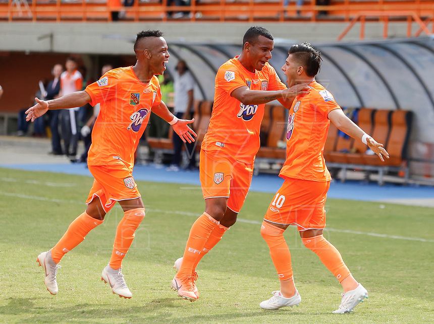 ENVIGADO - COLOMBIA, 25-01-2020: Yeison Guzman (#10) del Envigado celebra después de anotar el primer gol de su equipo durante partido por la fecha 1 de la Liga BetPlay DIMAYOR I 2020 entre Envigado F.C. y Boyacá Chicó jugado en el estadio Polideportivo Sur de Envigado. / Yeison Guzman (#10)  of Envigado celebrates after scoring the first goal of his team during match for the date 1 of the BetPlay DIMAYOR League I 2020 between Envigado F.C. and Boyaca Chico played at Polideportivo Sur stadium of Envigado city.  Photo: VizzorImage / Donaldo Zuluaga / Cont