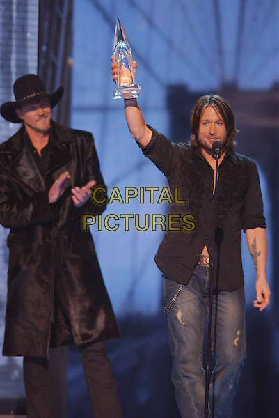 15 November 2005 - New York, New York - Keith Urban. 39th Annual CMA Awards held at Madison Square Garden. Photo Credit: Laura Farr/AdMedia