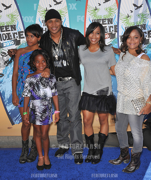 LL Cool J & family at the 2010 Teen Choice Awards at the Gibson Amphitheatre, Universal Studios, Hollywood..August 8, 2010  Los Angeles, CA.Picture: Paul Smith / Featureflash