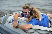 SKÛTSJESILEN: ECHTERNERBRUG: 06-08-2015, IFKS skûtsjesilen, Schipper Froukje Osinga-Meijer wint wederom met de Jonge Jasper in de A klasse, Gjalt de Jong Omrop Fryslân, ©foto Martin de Jong
