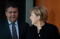 Berlin, Bundeswirtschaftsminister und Vizekanzler Sigmar Gabriel (SPD) und Bundeskanzlerin Angela Merkel (CDU) am Mittwoch (17.09.2014) im Bundeskanzleramt vor der Kabinettsitzung. Foto: Steffi Loos/CommonLens