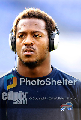 31 December 2006: Buffalo Bills running back Willis McGahee listens to some music prior to a game against the Baltimore Ravens at M&amp;T Bank Stadium in Baltimore, Maryland. The Ravens defeated the Bills 19-7. Mandatory Photo Credit: Ed Wolfstein Photo.<br />