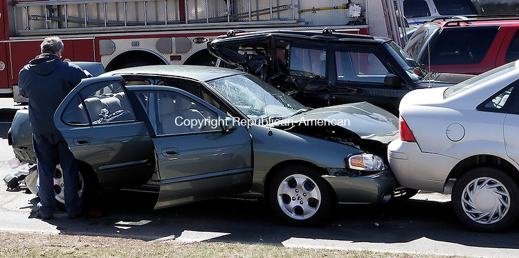 WATERBURY, CT-27 March 2006-032706TK06- Waterbury Police investigate a multi-car collision at the intersection of  Hamilton Avenue and Silver Street. Tom Kabelka Republican-American (Hamilton Avenue and Silver Street, multi-car collision)