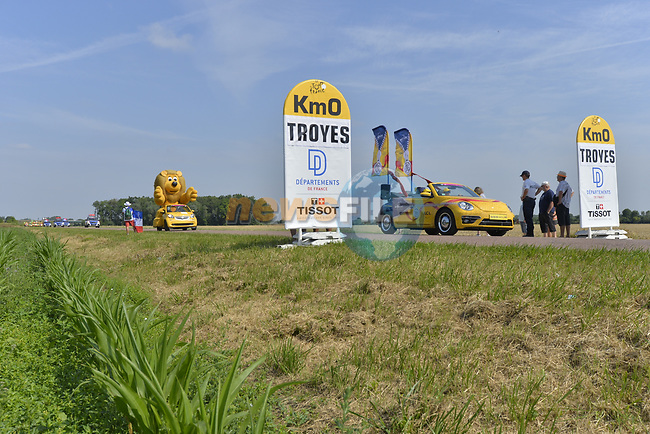 The publicity caravan pass Km0 before the start of Stage 7 of the 104th edition of the Tour de France 2017, running 213.5km from Troyes to Nuits-Saint-Georges, France. 7th July 2017.<br /> Picture: ASO/Bruno Bade | Cyclefile<br /> <br /> <br /> All photos usage must carry mandatory copyright credit (&copy; Cyclefile | ASO/Bruno Bade)