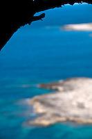"""Porto Selvaggio vista dall'alto - Reportage fotografico di Alessandro Caniglia, Alessandro De Matteis e Dario Luceri - Il Parco Naturale Regionale di Porto Selvaggio è situato lungo la costa ionica e ricade nel comune di Nardò (Lecce). Definito come """"area di notevole interesse pubblico"""" già nel 1939, è stato effettivamente istituito come Parco nel 2004. I suoi limiti sono compresi tra la baia di Frascone (a nord) e la Torre dell'Alto (a sud). Ha una estensione complessiva di circa 1000 ettari.Porto Selvaggio è una delle zone tra le più incontaminate del litorale Ionico, con un paesaggio caratterizzato da una pineta di ca. 300 ettari e da una macchia mediterranea ricca di acacee e ginestre..Lungo la costa sono presenti molte cavità carsiche, con varie insenature, grotte sommerse.Per gli amanti della natura il paesaggio è estremamente suggestivo in ogni stagione: molto silenzioso e rilassante in autunno, inverno e primavera, ricco di colori e festoso in estate, con il canto delle cicale che accompagna i visitatori lungo i sentieri e di tratti di scogliera che portano fino alla spiaggia. Il mare limpido e azzurro, con un fondale ricco di flora e fauna marina, è spesso meta di numerosi subacquei."""
