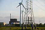 GERMANY Brunsbuettel, nuclear power station and wind turbine / DEUTSCHLAND Schleswig-Holstein, Brunsbuettel Kernkraftwerk Vattenfall und Windkraftanlagen Enercon E-66 und AN Bonus