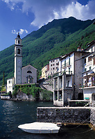 ITA, Italien, Lombardei, Brienno am Westufer des Comer Sees mit Kirche S. Nazario e Sauro | ITA, Italy, Lombardia, Brienno at Lake Como with church S. Nazario e Sauro