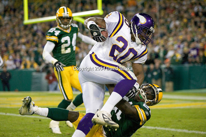 Minnesota Vikings running back Moe Williams (20) during an NFL football game against the Green Bay Packers at Lambeau Field on November 14, 2004 in Green Bay, Wisconsin. The Packers defeated the Vikings 34-31. (Photo by David Stluka)
