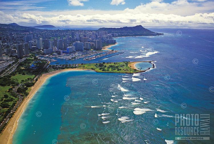 Aerial view of ala moana beach park to waikiki