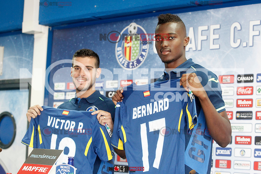 Getafe's new players Bernard Mensah (r) and Victor Rodriguez during their official presentation. August 5, 2014. (ALTERPHOTOS/Acero)