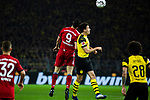 10.11.2018, Signal Iduna Park, Dortmund, GER, 1.FBL, Borussia Dortmund vs FC Bayern M&uuml;nchen, DFL REGULATIONS PROHIBIT ANY USE OF PHOTOGRAPHS AS IMAGE SEQUENCES AND/OR QUASI-VIDEO<br /> <br /> im Bild | picture shows:<br /> Kopfballduell zwischen Robert Lewandowski (Bayern #9) und Thomas Delaney (Borussia Dortmund #6), <br /> <br /> Foto &copy; nordphoto / Rauch