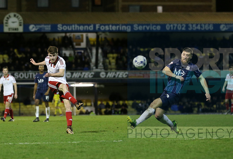 Sheffield United's Ryan Flynn fires in a shot during the League One match at Roots Hall Stadium.  Photo credit should read: David Klein/Sportimage