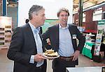 AMERSFOORT - Maurice Hermans met  Alexander Hagen . Nationaal Golf Congres & Beurs (Het Juiste Spoor) van de NVG.     © Koen Suyk.
