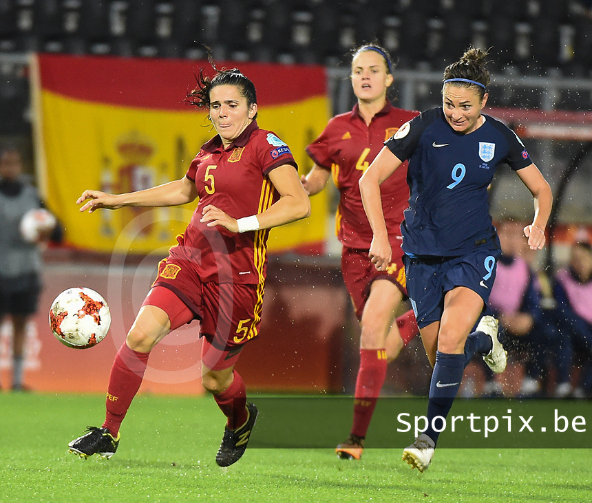 20170723 - BREDA , NETHERLANDS : English Jodie Taylor (R) and Spanish Andrea Pereira (L) pictured during the female soccer game between England and Spain  , the second game in group D at the Women's Euro 2017 , European Championship in The Netherlands 2017 , Sunday 23 th June 2017 at Stadion Rat Verlegh in Breda , The Netherlands PHOTO SPORTPIX.BE | DIRK VUYLSTEKE
