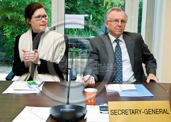 BRUSSELS - BELGIUM - 25 SEPTEMBER 2008 --  Negotiations between EEA States and The EU-Commission.  -- Bergdis Ellertsdottir with Kåre Bryn Secretary General of  EFTA. -- PHOTO: JUHA ROININEN / EUP-IMAGES