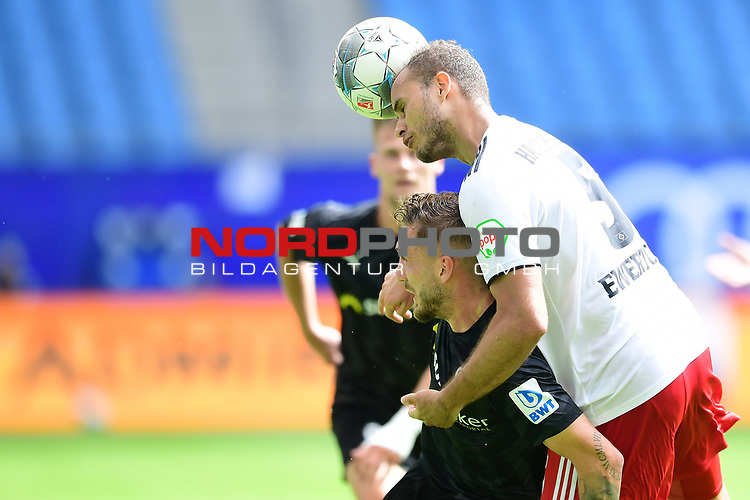v.l. Robin Scheu, Ewerton (HSV)<br />Hamburg, 28.06.2020, Fussball 2. Bundesliga, Hamburger SV - SV Sandhausen<br />Foto: Tim Groothuis/Witters/Pool//via nordphoto<br /> DFL REGULATIONS PROHIBIT ANY USE OF PHOTOGRAPHS AS IMAGE SEQUENCES AND OR QUASI VIDEO<br />EDITORIAL USE ONLY<br />NATIONAL AND INTERNATIONAL NEWS AGENCIES OUT