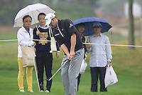 Marc Warren (SCO) chips onto the 1st green during Thursday's Round 1 of the 2014 BMW Masters held at Lake Malaren, Shanghai, China 30th October 2014.<br /> Picture: Eoin Clarke www.golffile.ie
