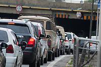SÃO PAULO-SP-27,09,2014-TRÂNSITO MARGINAL PINHEIROS-<br /> O motorista enfrenta pouca lentidão na Marginal Pinheiros )ponte Eusébio Matoso) sentido Norte (Castelo Branco).Região Oeste da cidade de São Paulo,na tarde de Sábado,27(Foto:Kevin David/Brazil Photo Press)