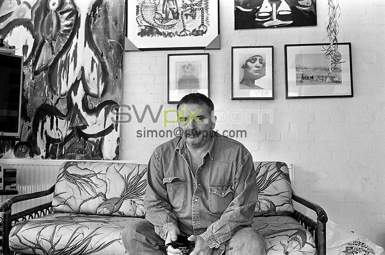Pix: Bob Collier/ Bob Collier Black and White Archive/ SWpix.com. Pictures scanned October 2004..COPYWRIGHT PICTURE>>SIMON WILKINSON>>01946 608782..Photographer David Bailey pictured at Brownlow Mews, London, 26/9/91
