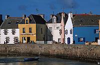 Europe/France/Bretagne/29/Finistère/Ile de sein: Maisons sur le quai du port