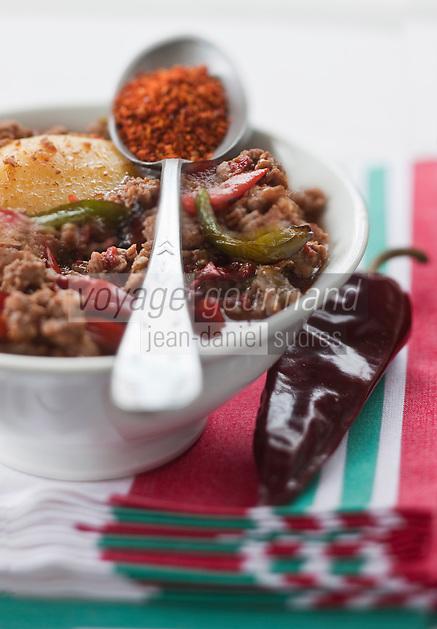 Europe/France/Aquitaine/64/Pyrénées-Atlantiques/Pays Basque/Hasparren: Axoa de veau au piment d'Espelette , recette de Jean-Baptiste Barbace du Restaurant Argia