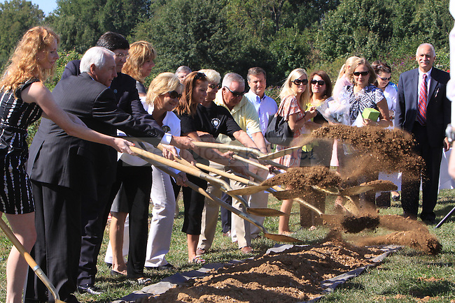 Lexington residence gather at the UK arboretum for the groundbreaking ceremony of the monument dedicated to the victims of flight 5191. Photo by Scott Hannigan | Staff