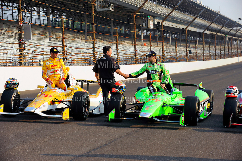 Ryan Hunter-Reay (#28) and James Hinchcliffe (#27) with team owner Michael Andretti.