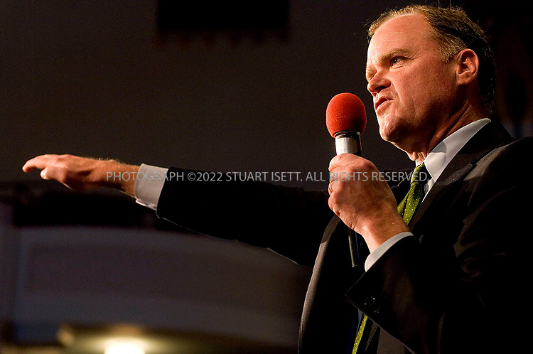 9/7/2006--Tacoma, WA, USA..Republican Senatorial candidate from Washington State, Mike McGavick, speaks at a meeting of Tacoma Rotarians at the Landmark Temple Theatre in Tacoma. McGavick faces off against Democratic candidate Maria Cantwell in November's election...Photograph By Stuart Isett.All photographs ©2006 Stuart Isett.All rights reserved.