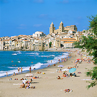 Italy, Sicily, Cefalu: Beach | Italien, Sizilien, Cefalu: Strand