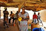 BURKINA FASO Kaya, Bank der Dioezese Kaya vergibt Mikrokredite fuer Kleinunternehmer zur Einkommensfoerderung, CLARISSE OUEDRAOGO<br /> betreibt kleine Dolo-Brauerei, verkauft Hirsebier  / BURKINA FASO Kaya, diocese bank gives micro loan for income generation, woman sells millet beer Dolo