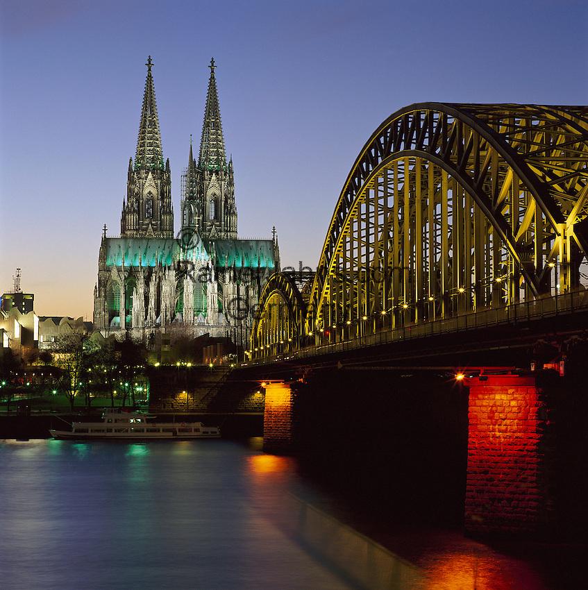 Germany, North Rhine-Westphalia, Cologne at river Rhine: Hohenzollern Brucke & Dom (cathedral) at Night | Deutschland, NRW, Koeln am Rhein: Hohenzollernbruecke und Dom bei Nacht