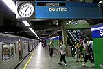 Embarque em estação do metrô. São Paulo. 2009. Foto de Juca Martins.