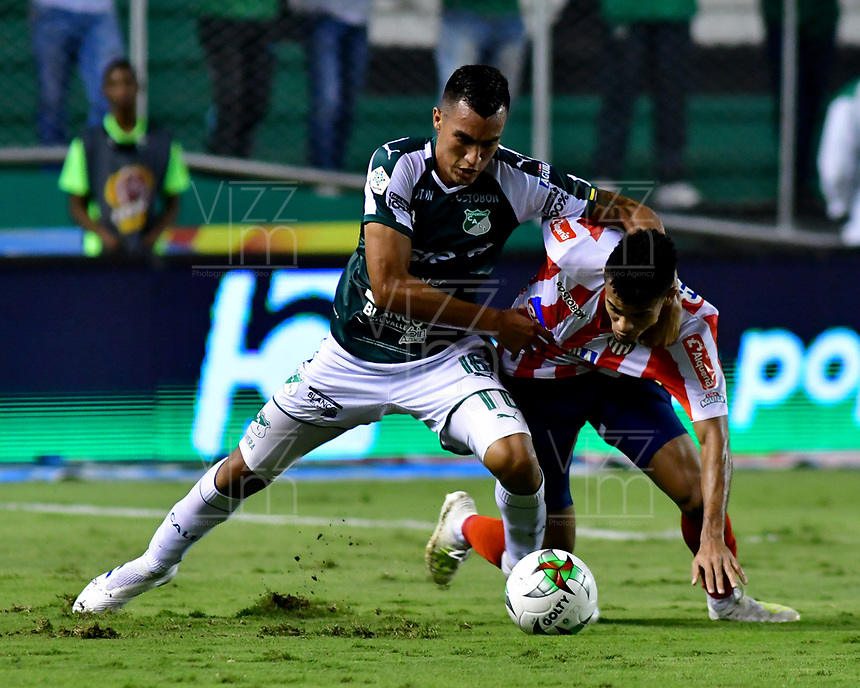 PALMIRA - COLOMBIA, 17-04-2019: Christian Rivera del Cali disputa el balón con Luis Diaz de Junior durante partido por la fecha 16 de la Liga Águila I 2019 entre Deportivo Cali y Atlético Junior jugado en el estadio Deportivo Cali de la ciudad de Palmira. / Christian Rivera of Cali vies for the ball with Luis Diaz of Junior during match for the date 16 as part Aguila League I 2019 between Deportivo Cali and Atletico Junior played at Deportivo Cali stadium in Palmira city.  Photo: VizzorImage / Nelson Rios / Cont