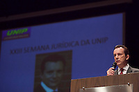 SAO PAULO, SP, 27 DE AGOSTO DE 2012 - ELEICOES 2012 - O candidato a Prefeitura de Sao Paulo, Celso Russomanno (PRB), participa nesta segunda-feira, 27, da XXVIII Palestra Semana Juridica UNIP, no bairro do Paraiso, zona central da cidade. FOTO RICARDO LOU - BRAZIL PHOTO PRESS