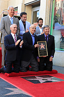 Jeff Zarrinnam, Mitch O'Farrell, Mitchell Hurwitz, Jeffrey Tambor, Joe Lewis und Leron Gubler bei der Zeremonie zur Verleihung von einem Stern an Jeffrey Tambor auf dem Hollywood Walk of Fame. Los Angeles, 08.08.2017