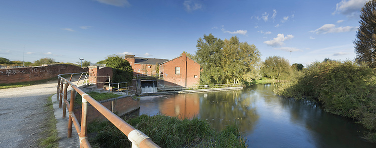 River Kennet at Fobney Lock and Mill, Reading, Berkshire, Uk
