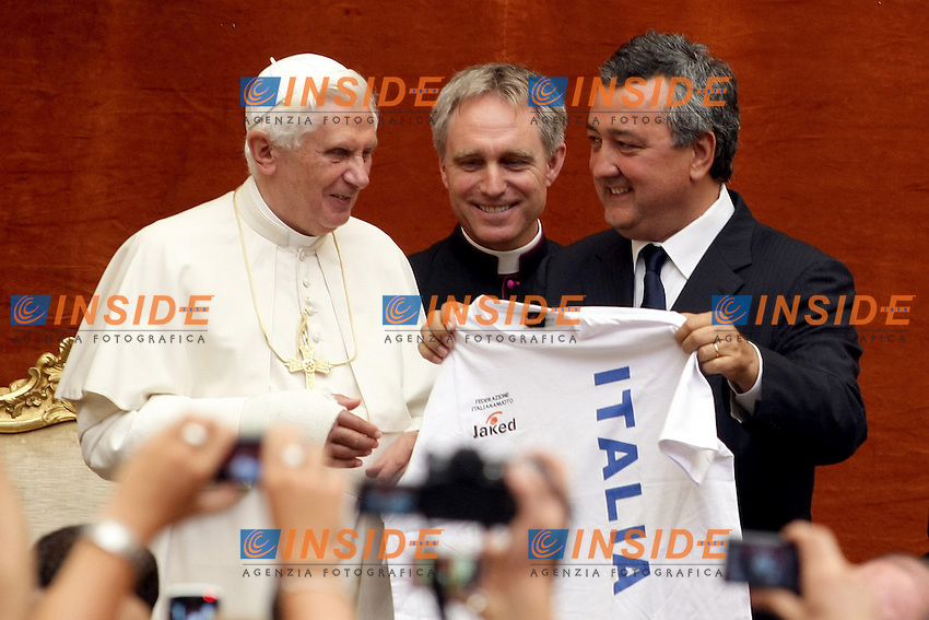 Roma 7th August 2009 - 13th Fina World Championships From 17th to 2nd August 2009.Pope Benedetto XVI and Paolo Barelli.photo: Roma2009.com/InsideFoto/SeaSee.com