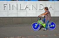 Transporte de bicicleta em Helsinki. Finlândia. 2007. Foto de Vinicius Romanini.