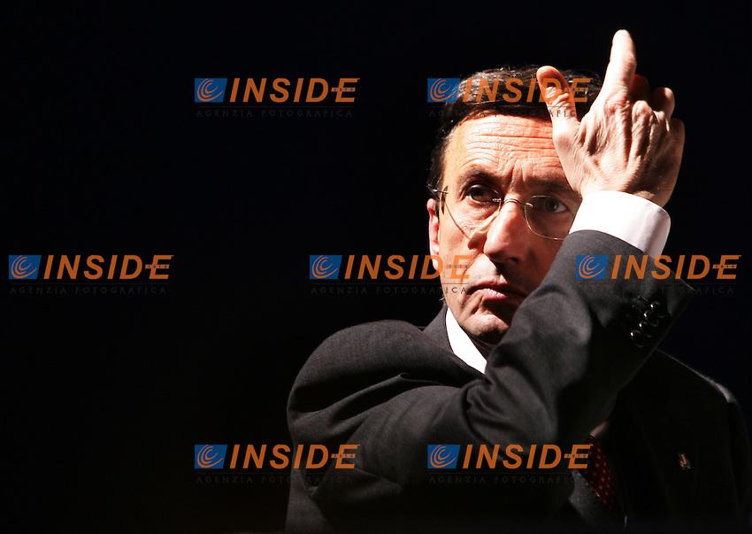 Roma 3/2/2006 Fiera di Roma. Terza Conferenza programmatica di Alleanza Nazionale.<br /> Il Presidente di Alleanza Nazionale, il Ministro degli Esteri Gianfranco fini.<br /> Photo Andrea Staccioli Insidefoto