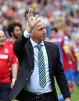 Pictured: Crystal Palace manager Alan Pardue waves to supporters as he walks onto the pitch prior to the game<br />