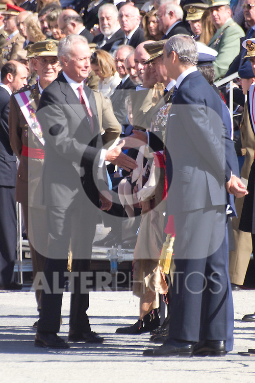 01.10.2012. The Spanish Royal Family, King Juan Carlos, Queen Sofia, Prince Felipe, Princess Letizia and Princess Elena attend the imposition of collective Distinguished Cross San Fernando Al Banner Armored Cavalry Regiment ´Alcántara´ No. 10 in the Royal Palace in Madrid, Spain. In the image Minister of Defence of Spain, Pedro Morenés..  (Alterphotos/Marta Gonzalez)