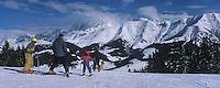 Europe/France/Rhone-Alpes/74/Haute-Savoie/Megève: Au sommet de Rochebrune skieurs et Mont Blanc