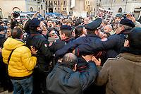 Roma  25 Novembre 2013<br /> Staminali, la protesta dei malati.<br />  Il movimento di sostegno al trattamento con cellule staminali pro-Stamina manifesta  nel centro di Roma. Gli attivisti della associazione 'Civico 117A' hanno invaso Via del Tritone e Via del Corso, vicino al Palazzo Chigi, bloccando il traffico. I manifestanti cercano di raggiungere l'entrata del Parlamento,ma vengono bloccati dalla polizia<br /> Roma, Italy. 25th November 2013 -- The pro-Stamina stem cell treatment support movement demonstrates in the center of Rome. Activists of the 'Civic 117A' association have invaded Via del Tritone and Via del Corso, near the Chigi Palace, blocking traffic. The protesters trying to reach the entrance of the Parliament, but are blocked by police