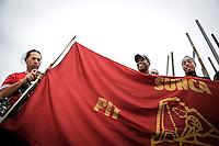 20161116/ Javier Calvelo - adhocFOTOS/ URUGUAY/ MONTEVIDEO/ Los trabajadores del Sindicato &Uacute;nico Nacional de la Construcci&oacute;n y Anexos (Sunca) se concentrar&aacute;n a las 13 horas en La Paz y Avenida Libertador donde marchar&aacute;n hacia la Plaza 1&ordm; de Mayo, frente al Palacio Legislativo para realizar la Asamblea General Nacional que aprobo el convenio colectivo del sector.<br /> En la foto: Asamblea General Nacional del SUNCA en la Plaza 1 de Mayo. Foto: Javier Calvelo/ adhocFOTOS