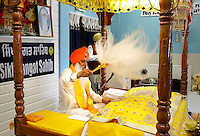 Nederland Almere 2016 05 08.  Sikhs vieren Vaisakhi in de tempel : de Gurudwara Sikh Sangat Sahib aan de Brongouw. Foto Berlinda van Dam / Hollandse Hoogte