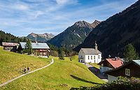 Austria, Vorarlberg, Kleinwalsertal, village Baad at valley end with Allgaeu Alps | Oesterreich, Vorarlberg, Kleinwalsertal, Baad: am Ende des Kleinwalsertals vor den Allgaeuer Alpen